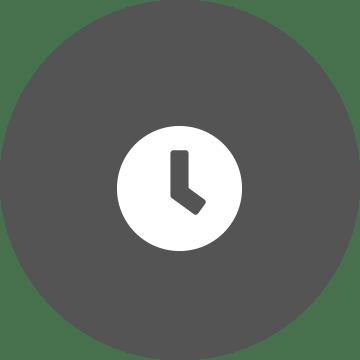 Bijeli sat na pozadini sivog kruga