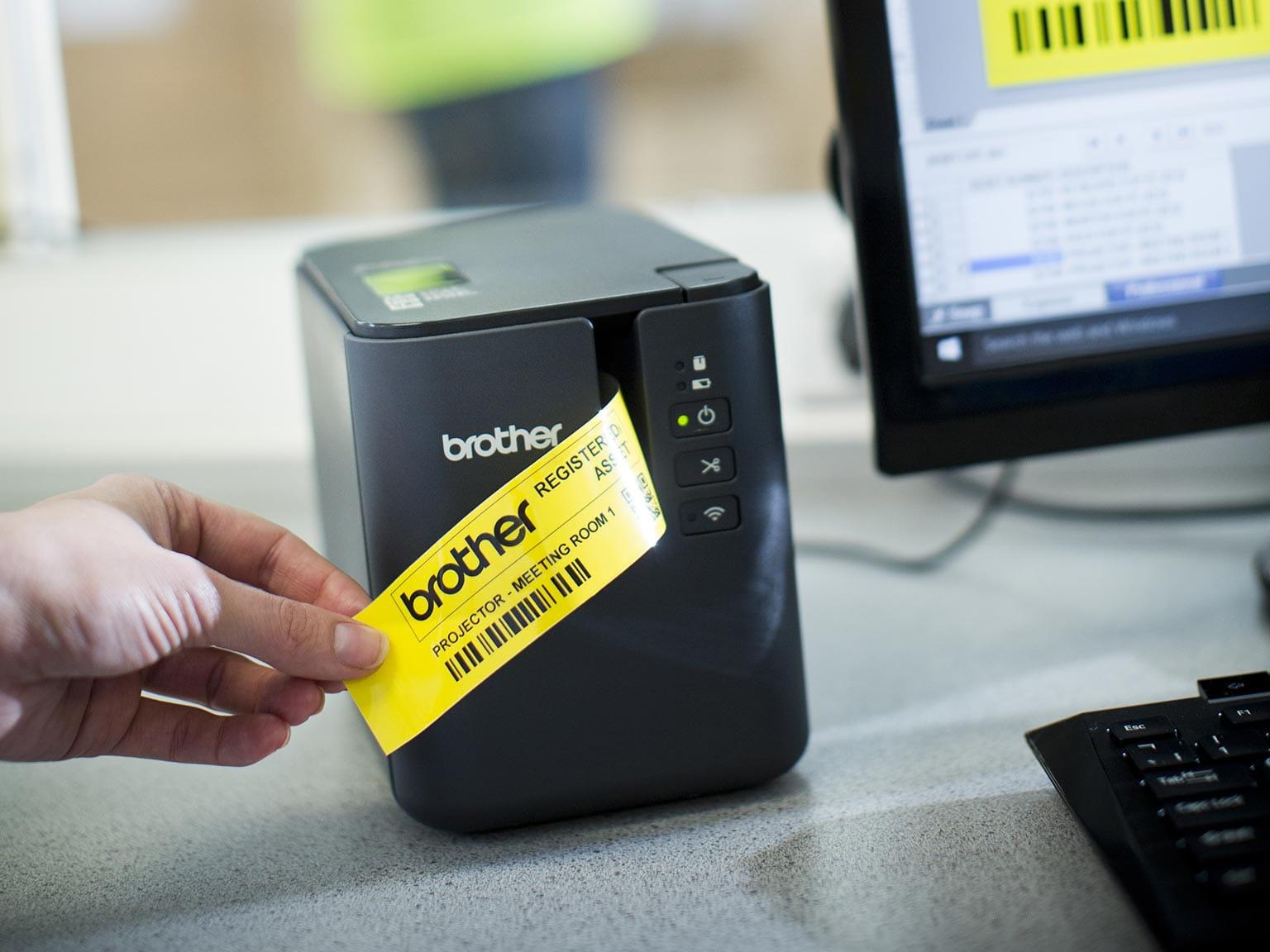 Brother P-touch P900W naljepnica s žutom naljepnicom koja se ispisuje putem računala