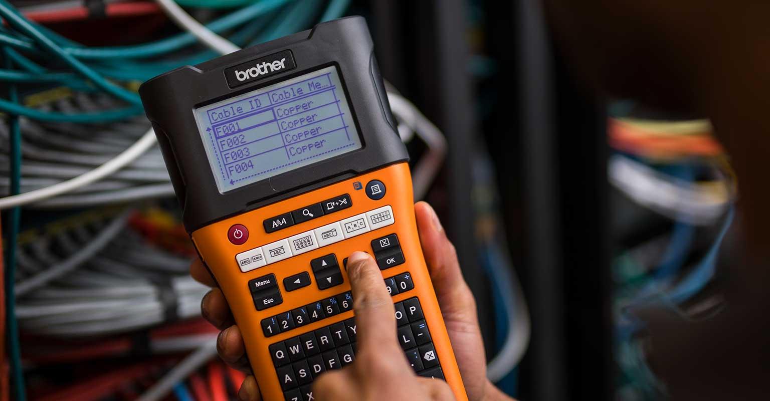 PT-E550W pisač naljepnica s identifikacijom za mrežni kabel odabranom za ispis