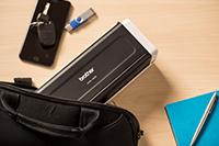 Prijenosni kompaktni skener dokumenata ADS-1200, smješten u torbu