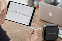 Prikaz uporabe P-touch Cube Plus s tabletom
